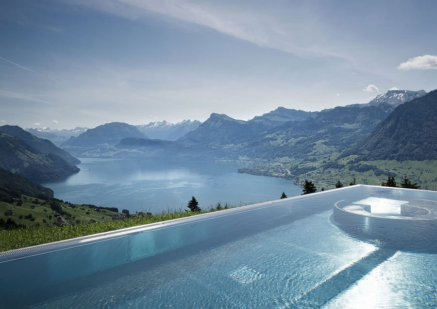 Top 10 mooiste infinity pools ter wereld for Berg piscine