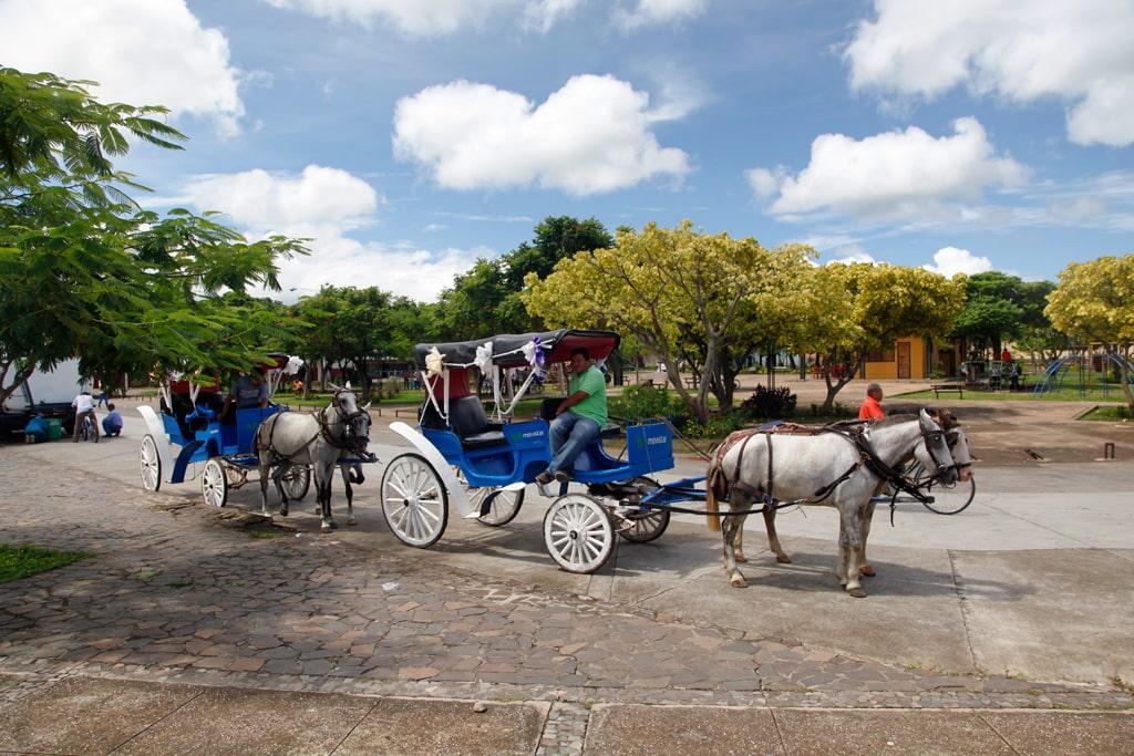 Nicaragua - Met paard en wagen door de straten van Granada,
