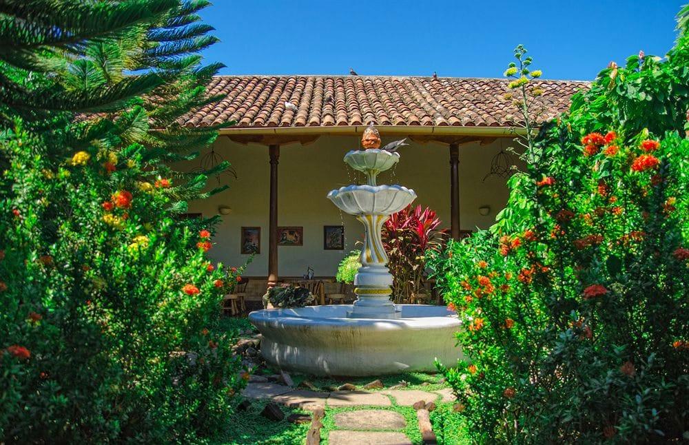 Hotel Spa Granada in Nicaragua - De binnentuin