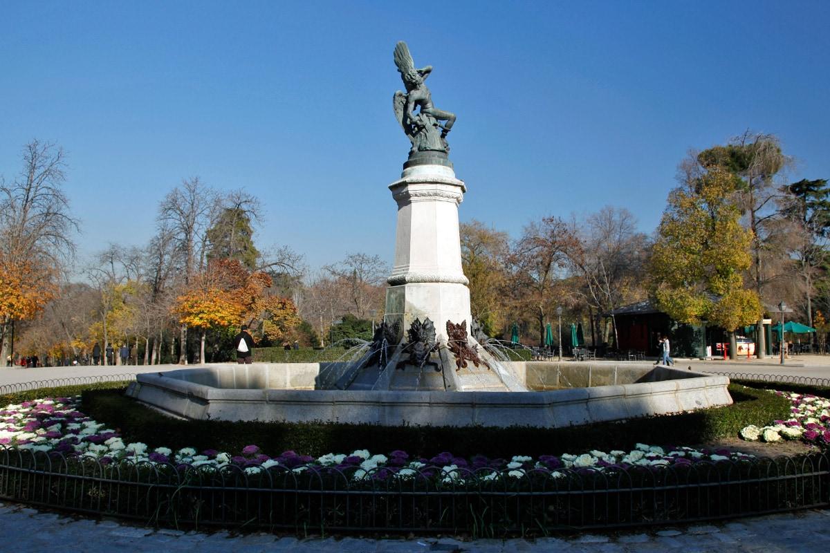 De gevallen engel van Ricarde Bellver in Retiro Park - Madrid