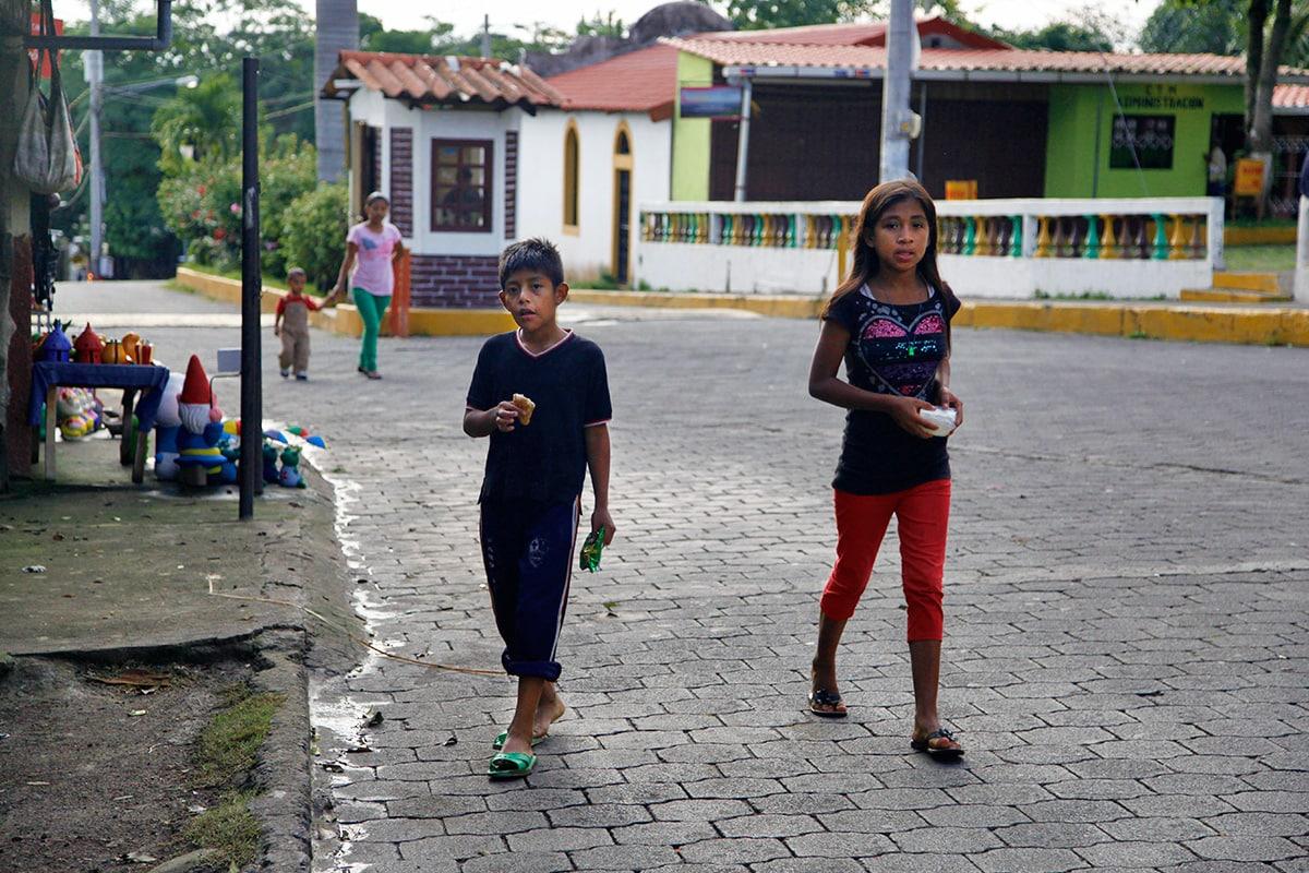 Kinderen in de straten van Catarina, Nicaragua