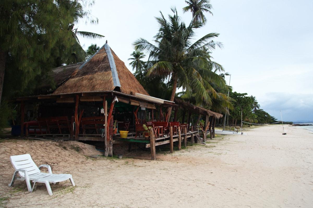 Het stran van Koh Talu Island in Thailand