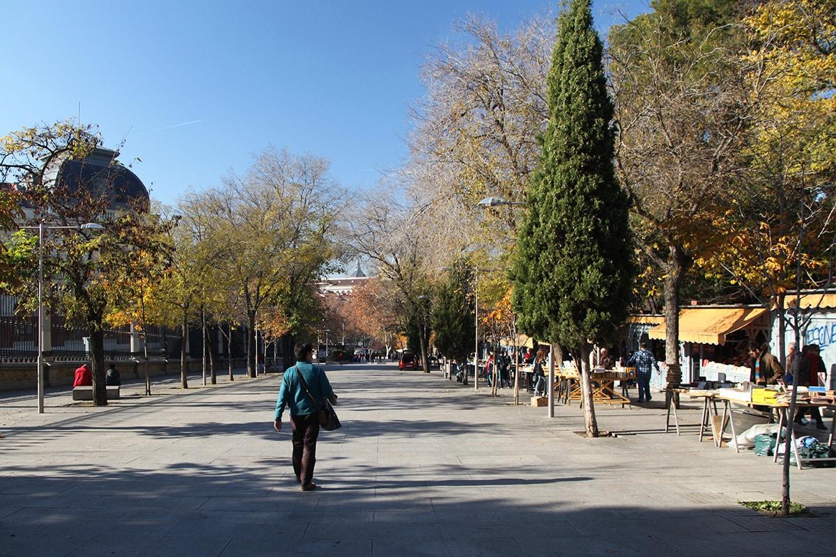 Calle Claudio Moyano vlakbij Retiro park in Madrid