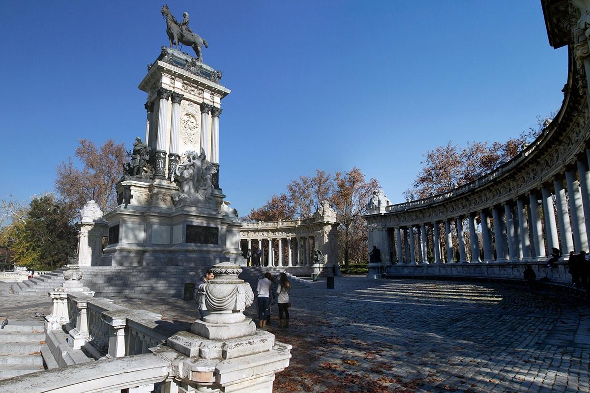 Het Alfonso XII herdenkingsmonument in Retiro Park - Madrid
