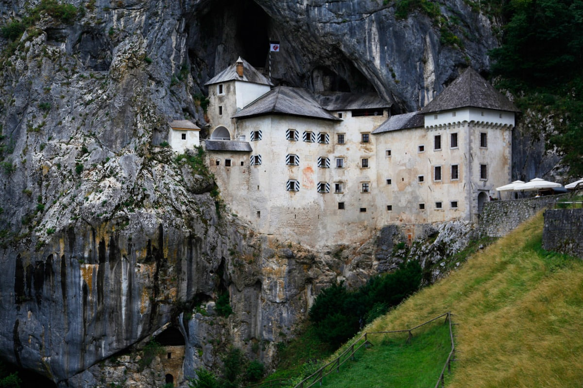 kasteel in grotten slovenie