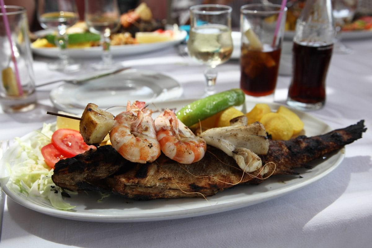 Lekkere verse vis eten in Djerba
