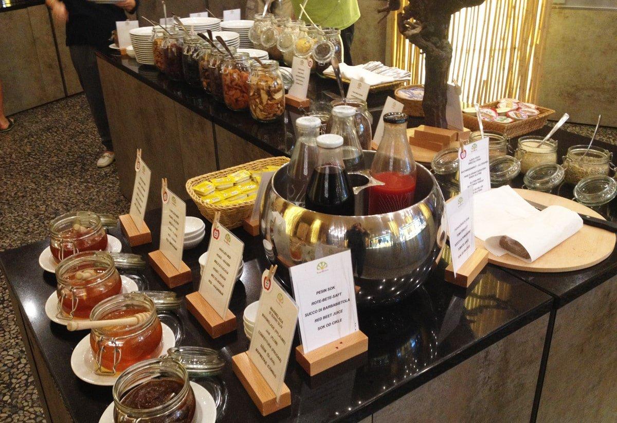Verse smoothies bij het ontbijt in hotel Sotelia