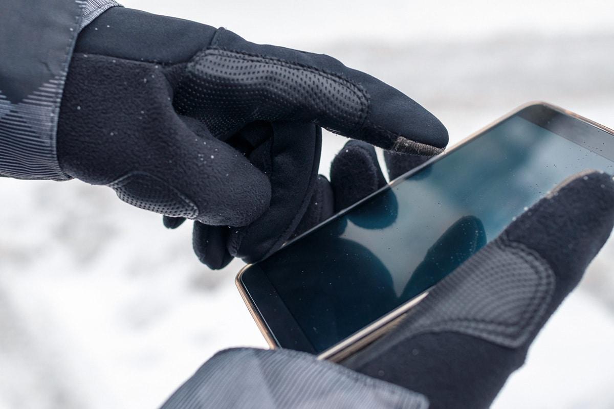 mobiel-smarphone-sneeuw-kou