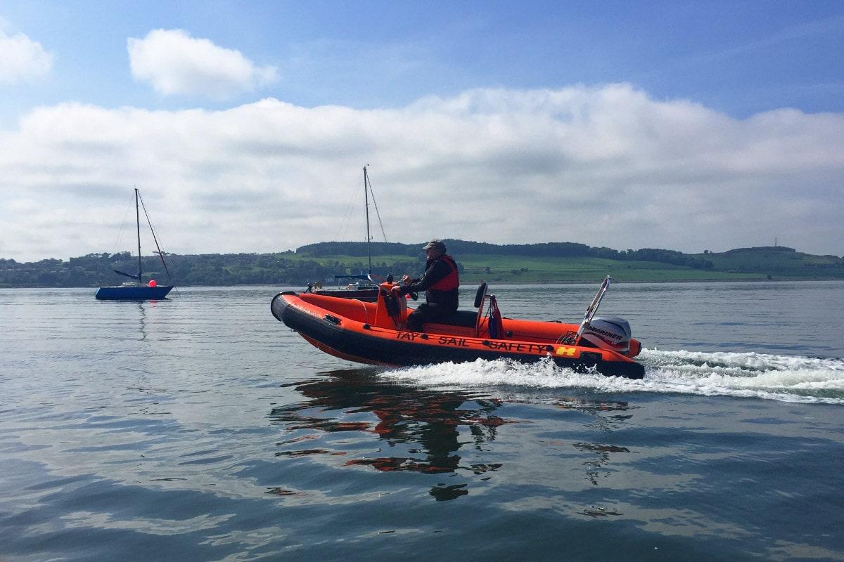 Met een speedboot over de rivier bij Dundee