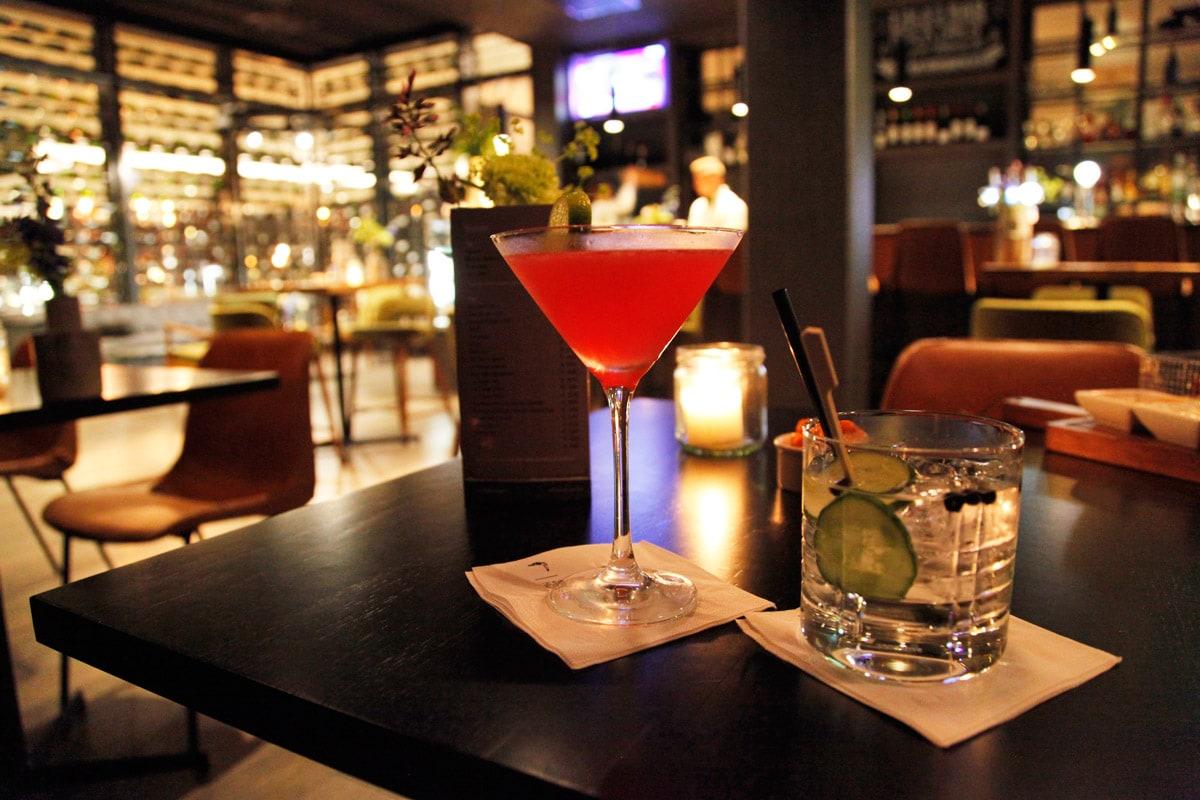 Hotel Van der Valk Nijmegen - Cocktails drinken in de bar
