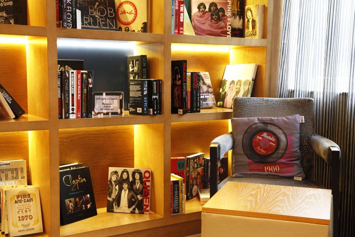 k-west-hotel-londen-bibliotheek