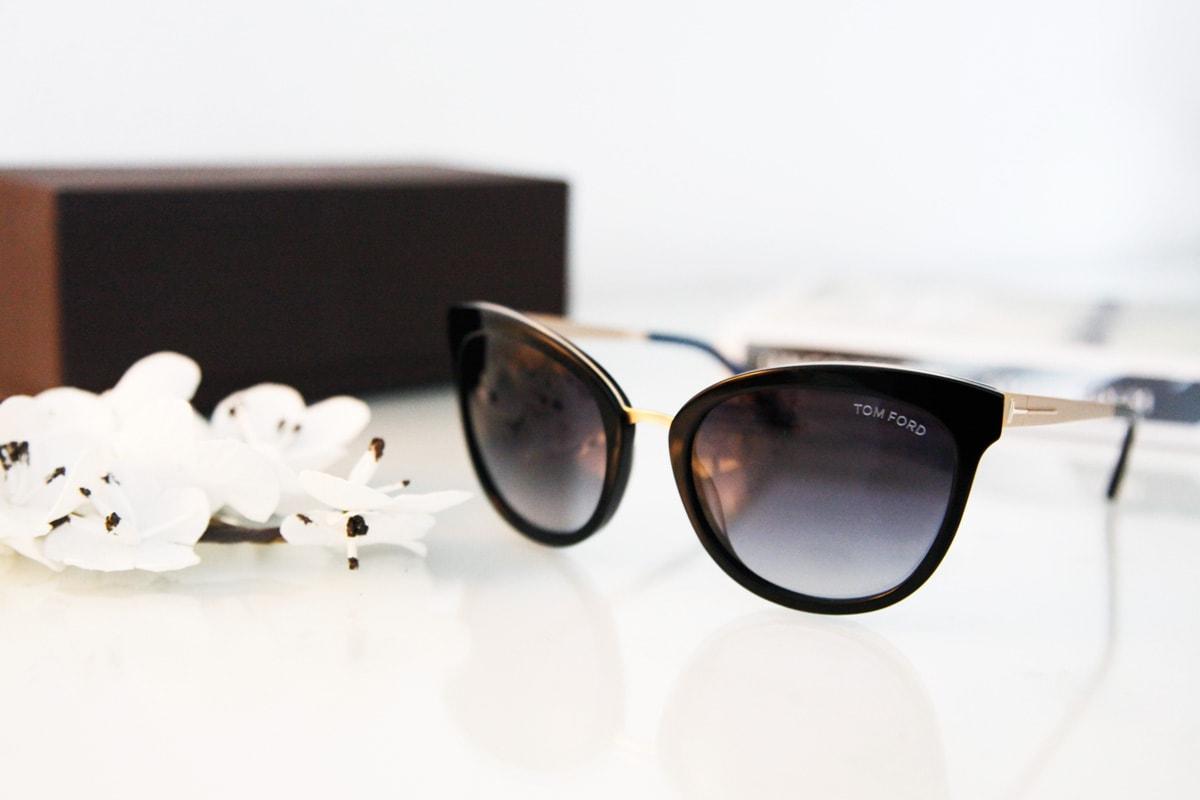 07162e0fcf0578 Ik mocht van hun een nieuwe zonnebril voor deze zomer uitkiezen en koos  uiteindelijk voor de Tom Ford Emma (FT0461 05W).