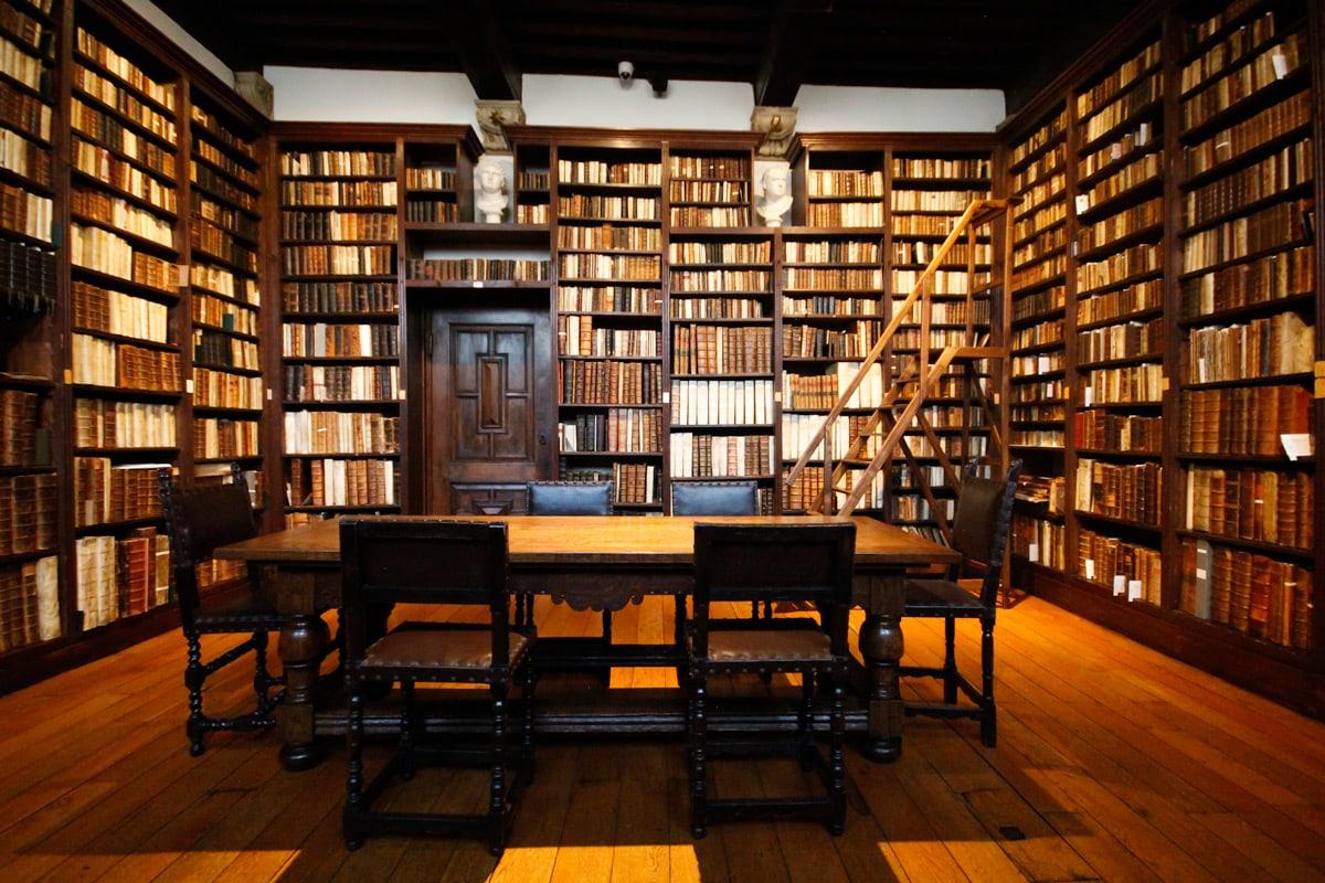 De bibliotheek in het Plantin-Moretus museum