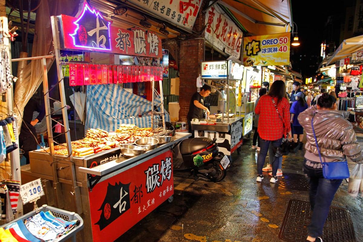 eetstalletjes op night market in taipei