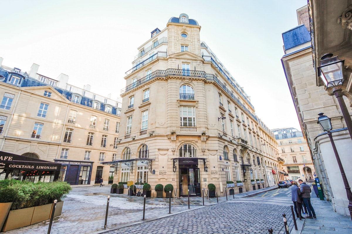 grand h tel du palais royal is dit de meest romantische suite van parijs. Black Bedroom Furniture Sets. Home Design Ideas
