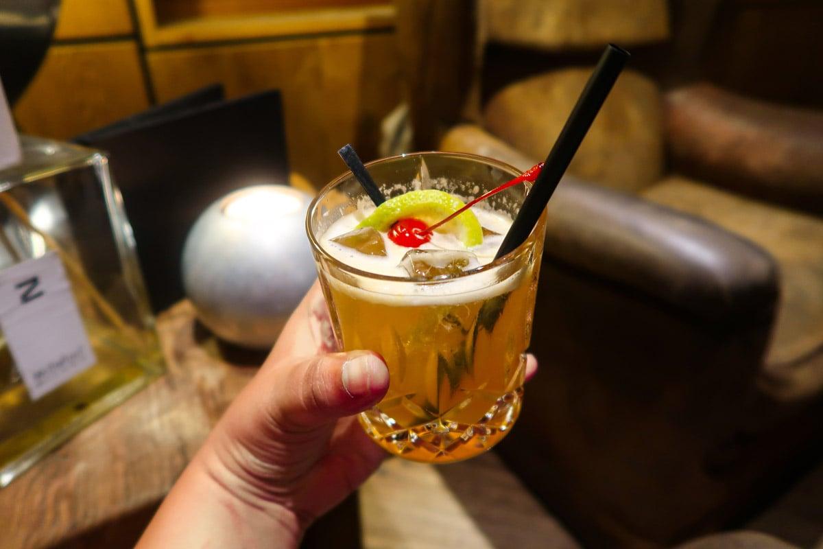 Amaretto sour in de cocktailbar van hotel Schwarz