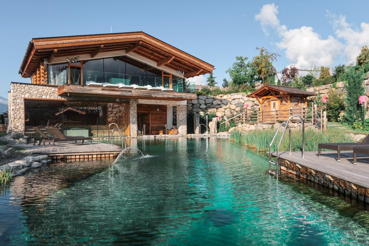 Zwembad bij het adults only spa complex