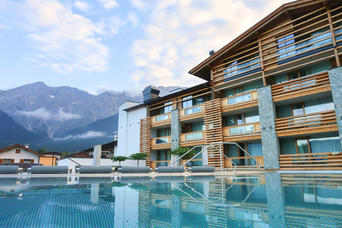 Infinity pool in Alpenresort Schwarz