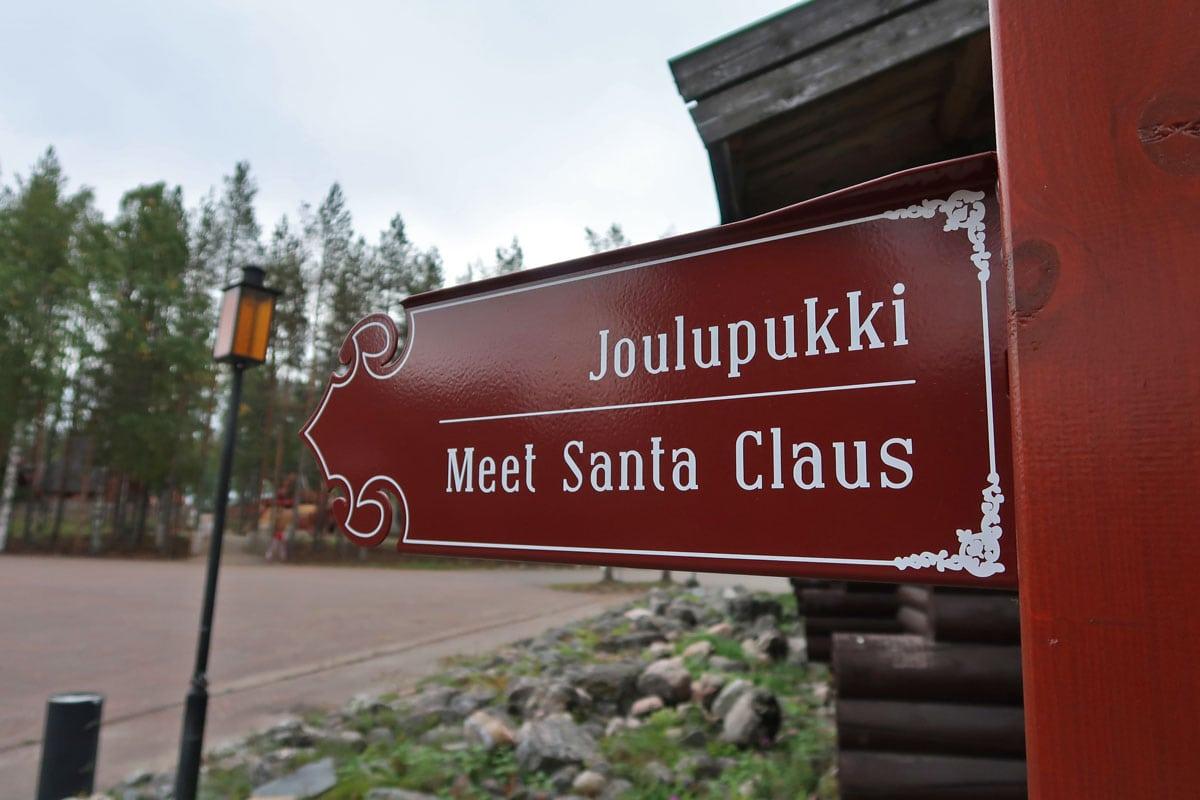 De kerstman ontmoeten in Rovaniemi in Finland