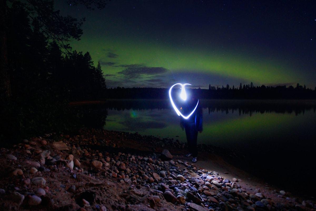 Foto's maken van het noorderlicht in Fins-Lapland