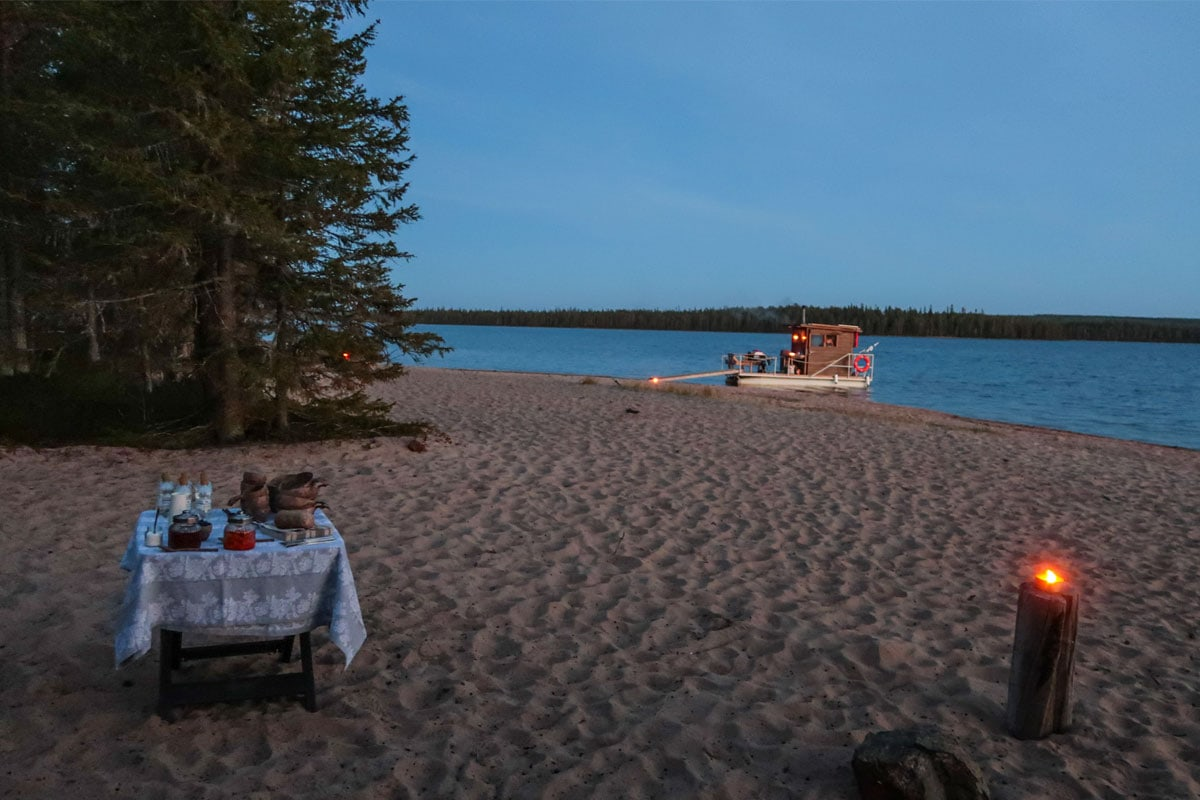 Sauna boot op het strand van Fins-Lapland