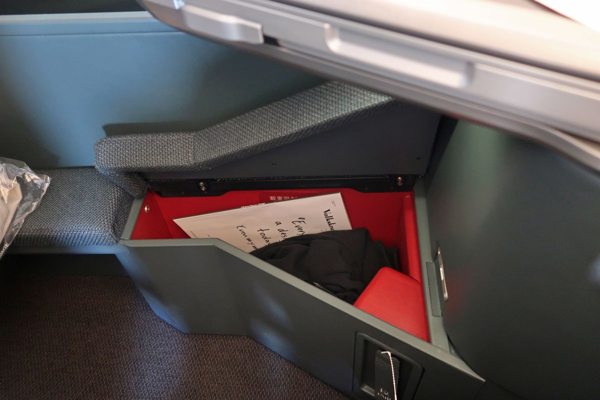 cathay pacific business class opbergruimte