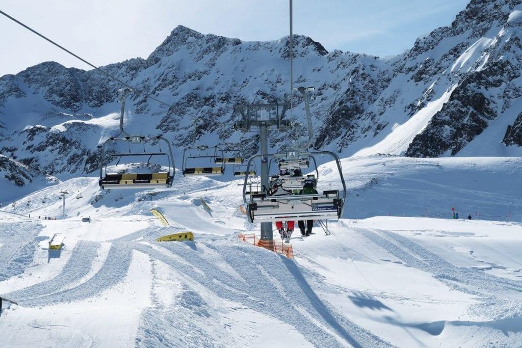 Met de skilift naar de pistes van Kühtai in Oostenrijk