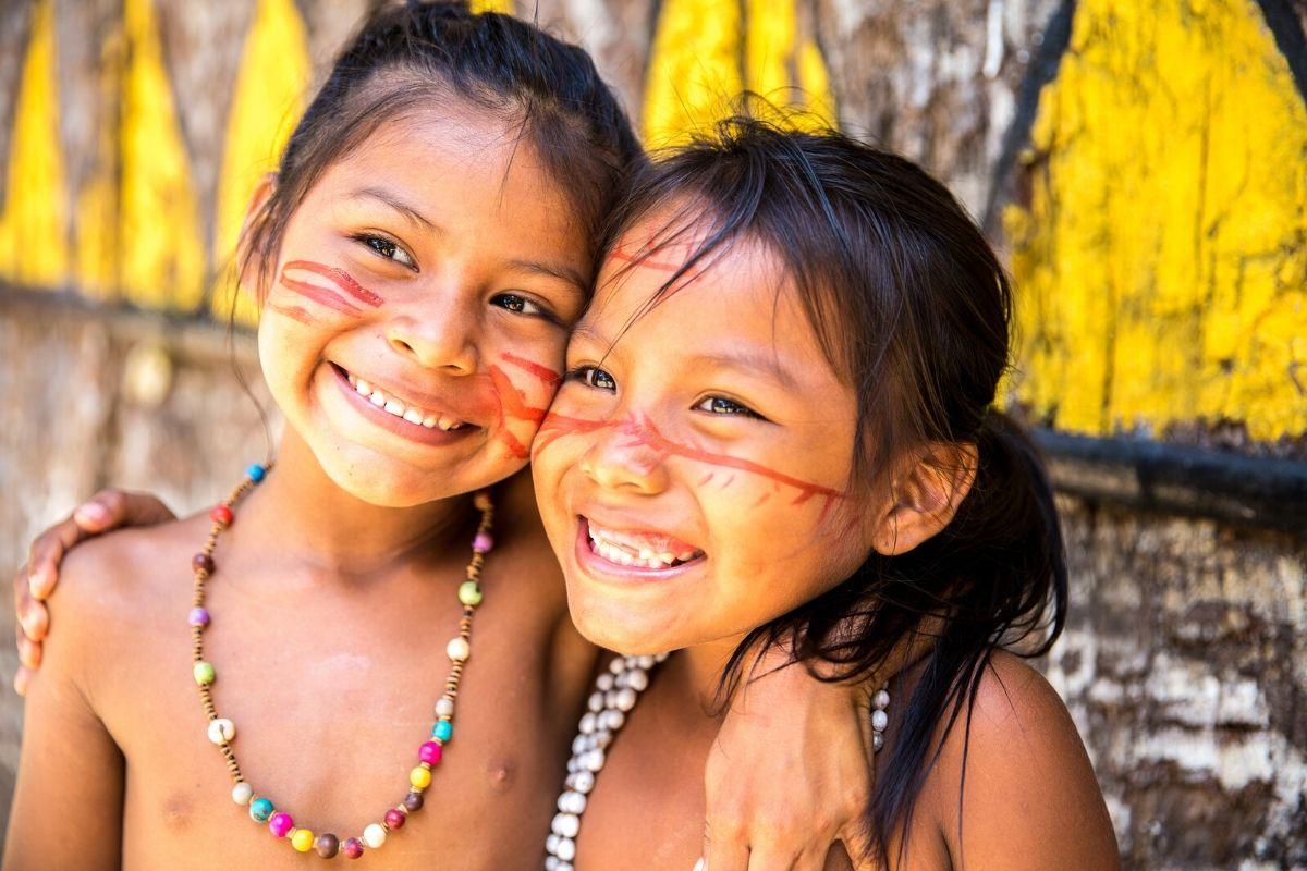 kinderen in de amazone van Brazilië