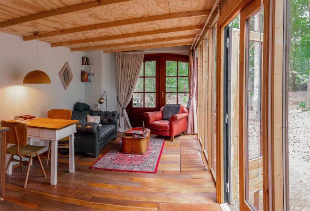 Glazen boshuisje op de Veluwe