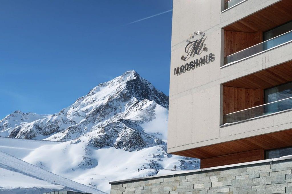 Uitzicht op de bergen vanuit het Mooshaus hotel in Kühtai