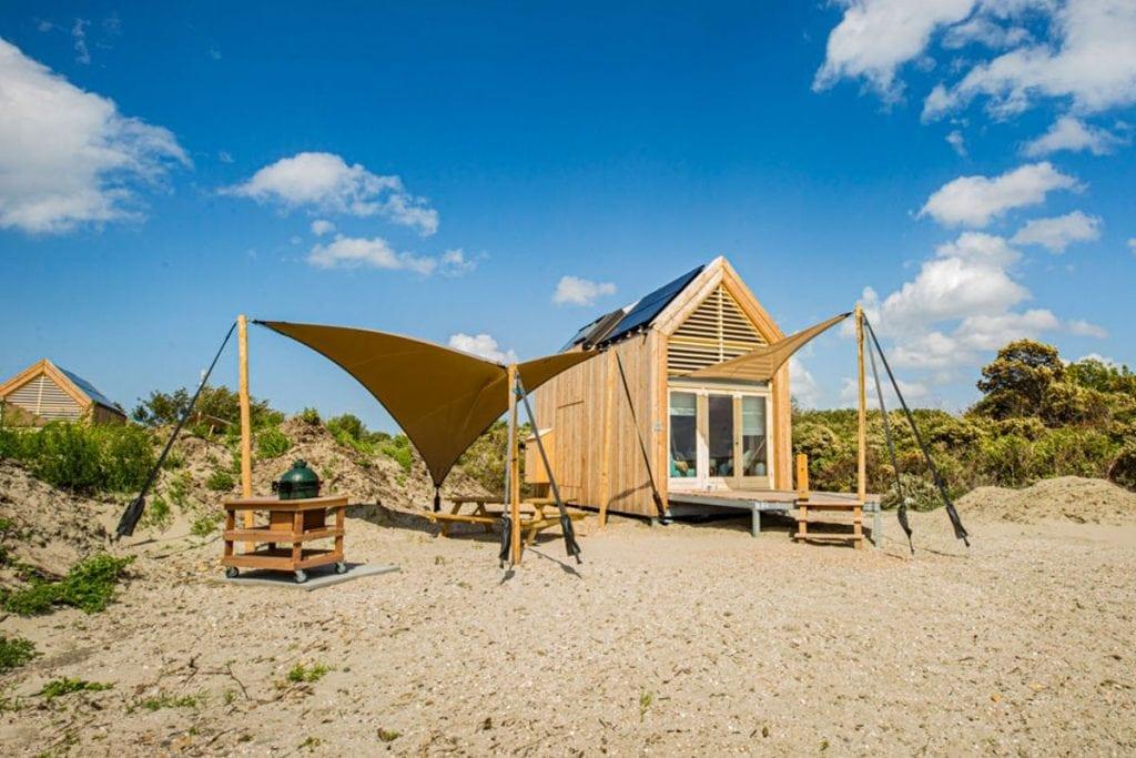 Strandhuisje aan de kust in Nederland