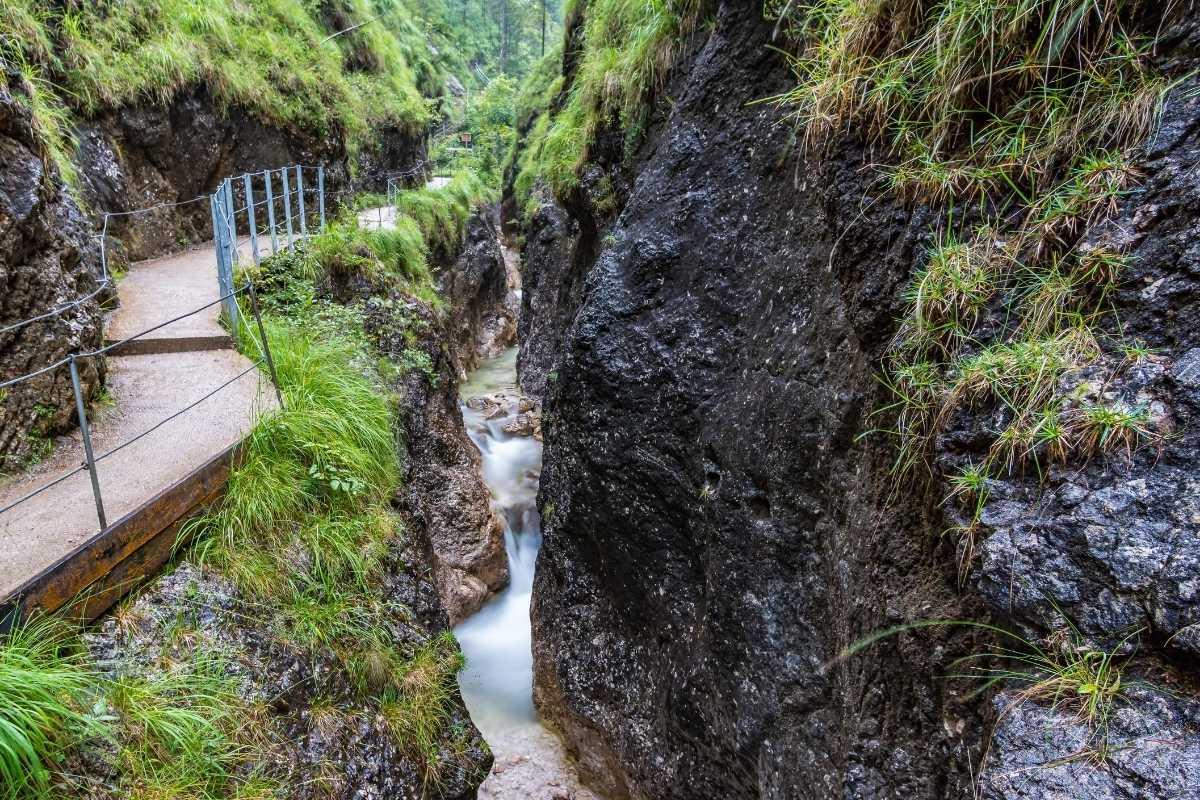 Wandelpaden in de Almbachklamm in Berchtesgaden