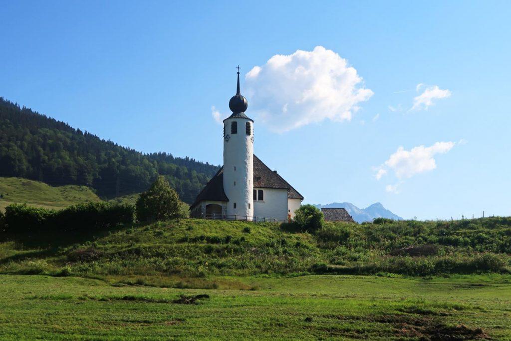 Kerkje langs de Duitse Alpenroute