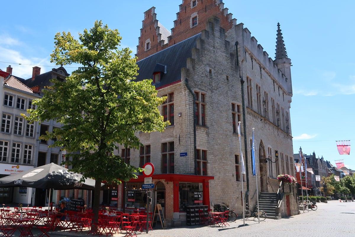Het schepenhuis stadhuis in Mechelen