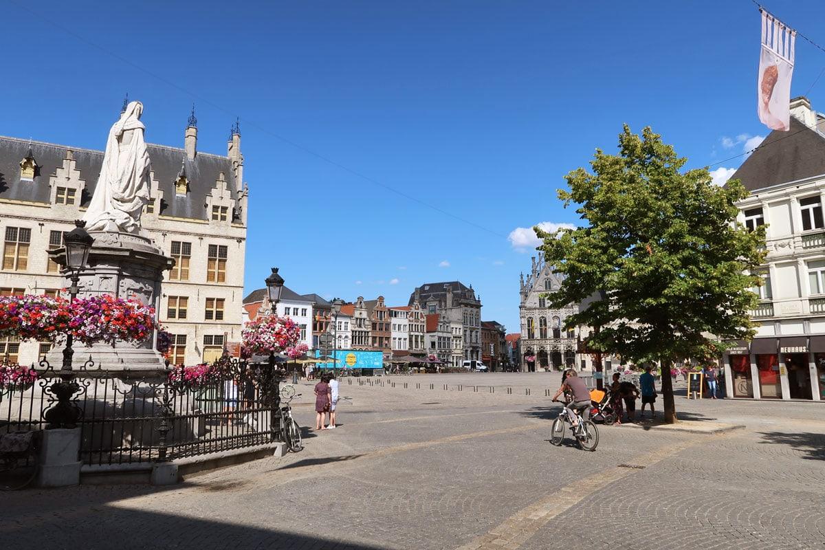 Bezienswaardigheden in Mechelen Grote Markt