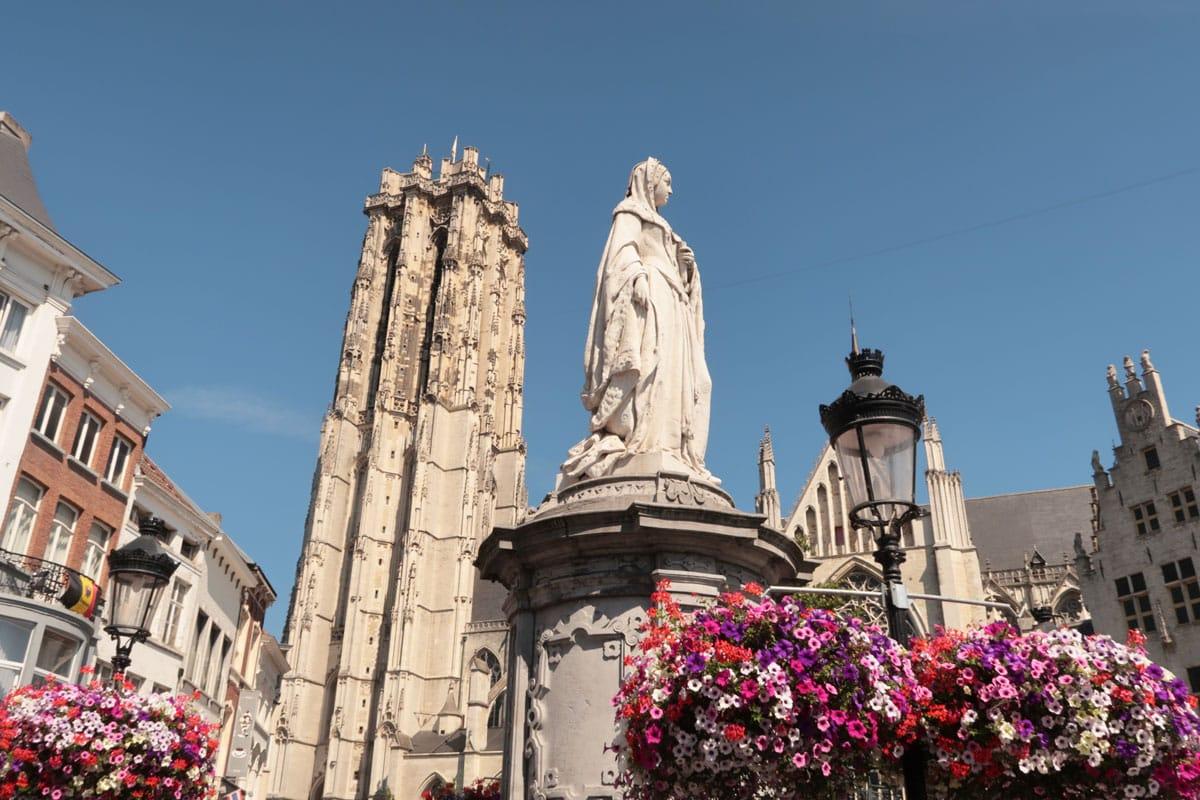 Ons Margriet standbeeld in Mechelen bezienswaardigheden
